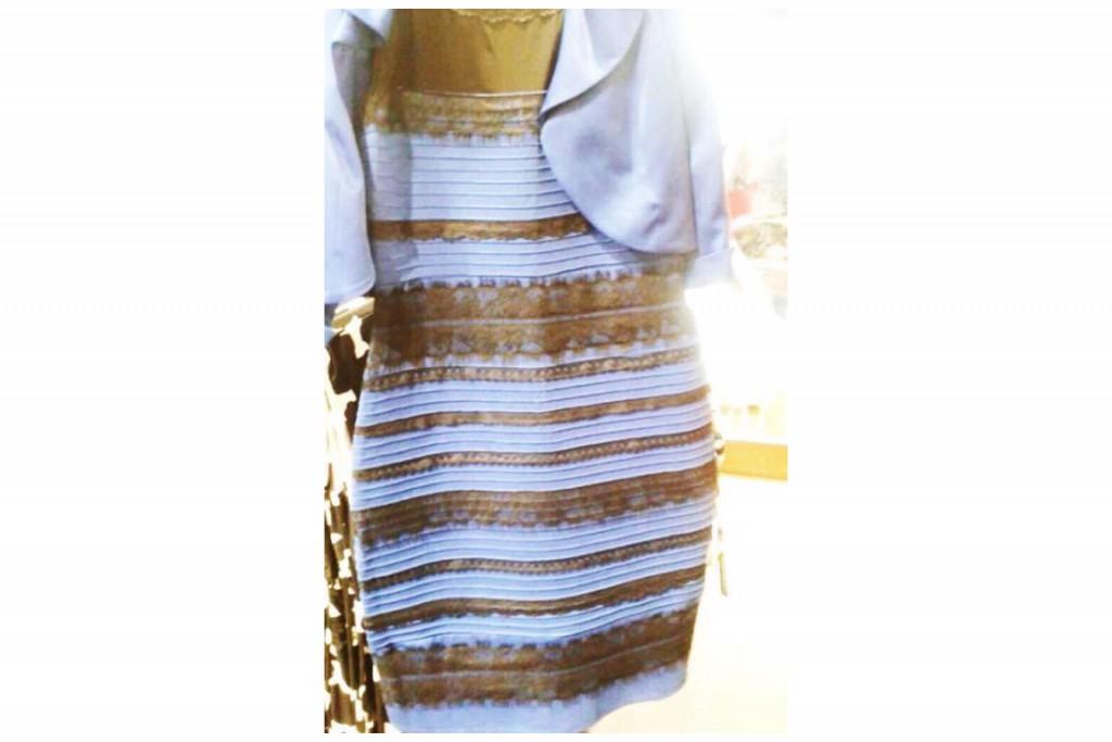c9bf8611015 Bleue et noire ou blanche et dorée  La robe qui rend le net fou