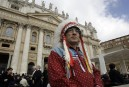 Abus dans les pensionnats autochtones: Benoit XVI se dit désolé