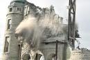 Le clocher et les tours de l'Église St-Vincent-de-Paul cèdent