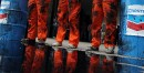 Des membres de Greenpeace, vêtus en travailleurs du pétrole, ont... | 18 novembre 2011