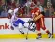 Jarome Iginla fait sauter les patins à Chris Campoli.... | 6 mars 2012