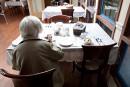 Barrette invite les députés et journalistes à un repas de CHSLD