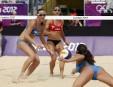 La compétition des Canadiennes Annie Martin (au centre) et Marie-Andrée... | 2 août 2012