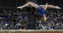 La Russe Victoria Komova fait un saut sur la poutre... | 2 août 2012