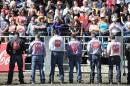 Les cow-boys récitent une prière avant de se mesurer aux... | 20 septembre 2012