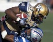 Chris Matthews des Blue Bombers et Seth Williams des Alouettes.... | 8 octobre 2012