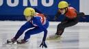 Valérie Maltais du Canada derrière Elise Christie de Grande-Bretagne.... | 28 octobre 2012