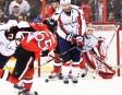 Le défenseur-vedette des Sénateurs d'Ottawa, Erik Karlsson, décoche un tir... | 25 décembre 2012