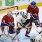 Sidney Crosby (87) saute devant le filet de Carey Price... | 2 mars 2013