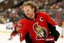 Daniel Alfredsson lors de la période d'échauffement du match Sénateurs-Bruins... | 11 mars 2013