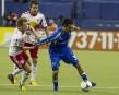 Andrea Pisanu contrôle le ballon.... | 23 mars 2013