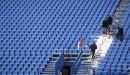 Enlèvement de la neige au Stade Saputo.... | 13 avril 2013