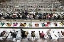 Bangladesh: les usines textiles rouvrent huit jours après l'effondrement