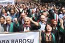 Turquie: des milliers d'avocats manifestent