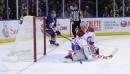 Carey Price du Canadien arrête un tir de John Tavares... | 14 décembre 2013