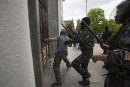 Ukraine: un millier de pro-russes attaquent un QG de la police
