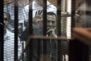 Moubarak condamné à trois ans de prison
