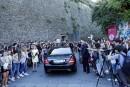 Des fans en délire pendant les noces de Kim Kardashian et Kanye West à Florence