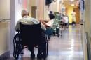 Hébergement plus cher pour certains aînés: Québec enquêtera