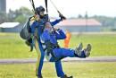 Parachutisme illégal à Lévis: Dubé saute dans le débat