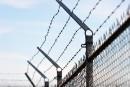 Les restrictions de vol près des prisons, une solution «limitée» selon Blaney