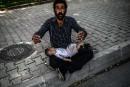 Un réfugié syrien demande l'aumône dans les rues d'Istanbul. Le... | 20 juin 2014