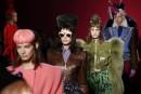 Haute-couture à Paris:fantaisie chez Schiaparelli, des fleurs chez Valli