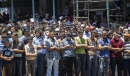 Des Palestiniens se recueillent au cours des funérailles de trois...   17 juillet 2014