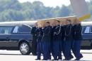 Les premières dépouilles du vol MH17 sont arrivées aux Pays-Bas