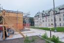 Futurs jardins de l'Hôtel-de-Ville à Québec: la «cage» à horloge prend forme