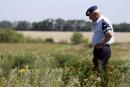 MH17: les enquêteurs récupèrent des dépouillessur le site de l'écrasement