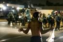 Nouvelle nuit d'émeutes à Ferguson, obsèques de Michael Brown lundi