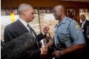 Eric Holder arpente Ferguson pour panser les plaies