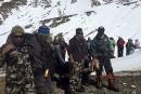 Les sauveteurs ont élargi leurs recherches au Népal