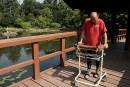 Un homme paralysé remarche après une opération de la colonne vertébrale