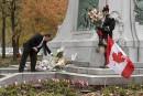Des Montréalais rendent hommageaux deux militaires tués