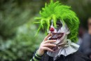 La vague de faux clowns agressifs atteint la banlieue de Paris