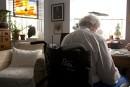 Soutien aux aînés: la CSN dénonce la réduction des bains