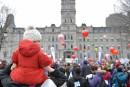 Des milliers de personnes dénoncent la hausse des frais de garderie