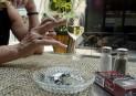 Les tenanciers de bars menacent de contester le projet de loi sur le tabac