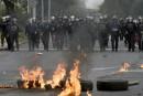 Manifestants et policiers s'affrontent près de l'aéroport de Mexico