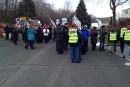Les cols blancs de Lévis manifestent devant la maison du maire