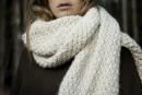 Carnet de style: un foulard XXL tricoté à la main