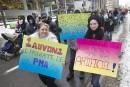 Des familles marchent en faveur du programme de procréation assistée