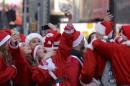 SantaCon tente d'assagir le rassemblement annuel de pères Noël fêtards