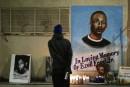 Le rapport d'autopsie d'un Noir tué par la police accueilli avec colère mais calme
