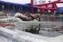 Un nageur plonge dans une piscine creusée dans de la... | 5 janvier 2015