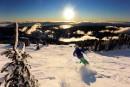 Chaleureuse, sympathique, accessible, charmante. Les qualificatifs sont élogieux à l'égard de Sun Peaks, une station de ski britanno-colombienne qui gravite souvent dans l'ombre de sa grande soeur Whistler. Plus familiale, moins fréquentée, moins clinquante et à dimension plus humaine, elle a tout pour séduire.