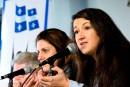 Laïcité: la position de Couillard dénoncée par une journaliste de<i> </i><i>Charlie Hebdo</i>