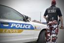 Les policiers de Lévis rangent les pantalons de camouflage